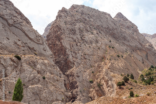 Photo split mountains in iran