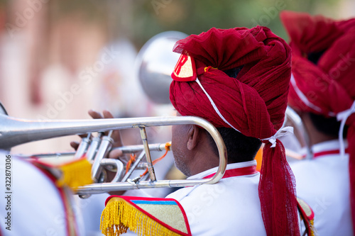 Canvas Print Man Playing trumpet In Indian Wedding Wearing Colorful Dress