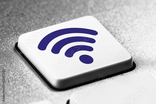 Icone wifi / réseau sans fil sur une touche de clavier d'ordinateur Canvas Print