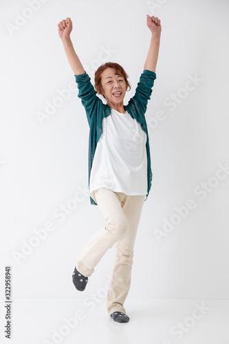 Obraz 元気な中高年の女性 - fototapety do salonu