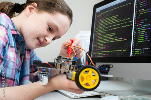 Obraz Female Pupil Building Robotic Car In Science Lesson - fototapety do salonu