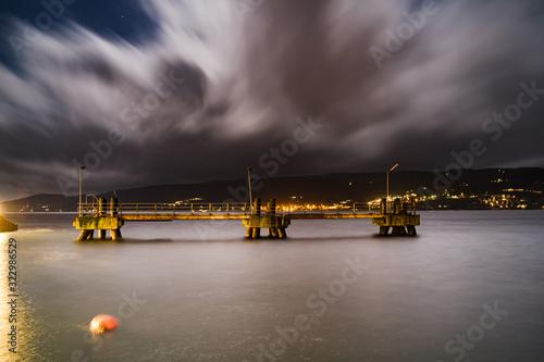 Fototapeta Widok na Oslofjord w mieście Gjovik w Norwegii w czasie nocy obraz