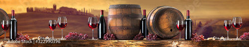 Photo red wine on an old wood with a landscape background
