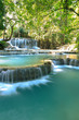 paysage relaxant de chute d'eau