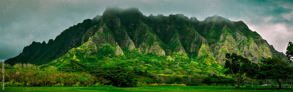Fototapeta Big cloudy mountains