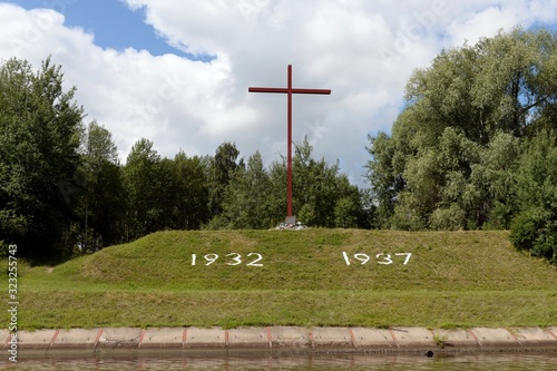 Poklonny cross on the Bank of the Moscow Canal in memory of those who died durin Canvas-taulu