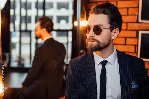 Profile photo of a bearded handsome man stay near mirror, shotting Fototapet