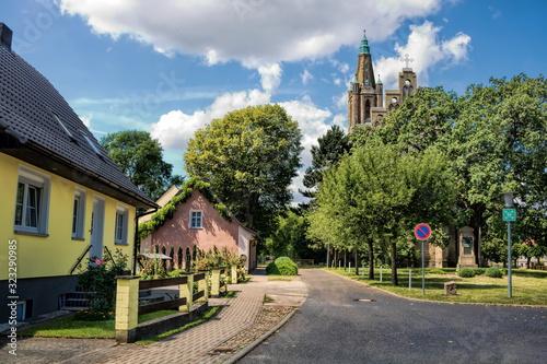 Obraz fehrbellin, deutschland - idylle mit der alten stadtkirche - fototapety do salonu