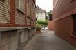 Kleine Seitenstrasse mit alten Häusern