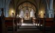 canvas print picture - Innenraum einer Kirche mit Lichtspielen und Schatten