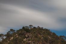 Montanhas, Céu Em Longa Exposição E A Vegetação