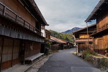 すだれが下がる古い宿場町/Tsumago-juku Is An Old Town In Gifu Prefecture, Japan.