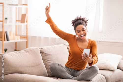 Photo Afro Woman Listening To Music Singing Sitting On Sofa Indoor
