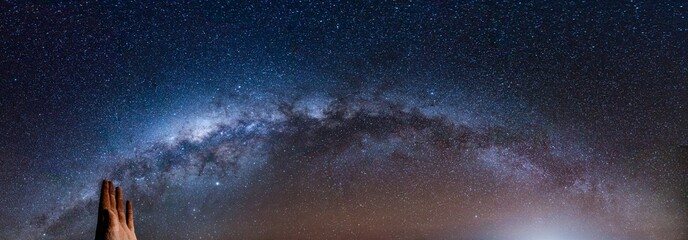 Milchstraße über der Mano del Desierto bei Antofagasta Chile