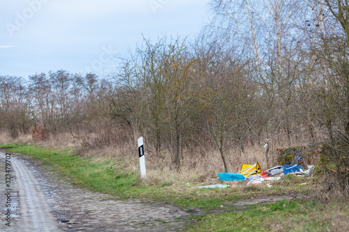 Photo garbage illegally disposed of on the edge of the road