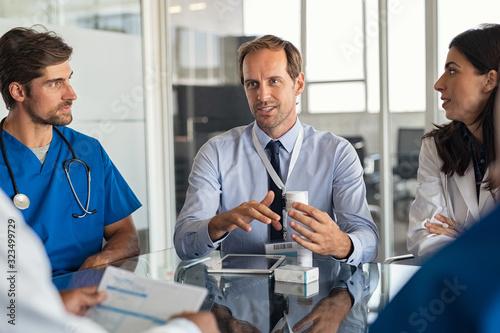 Pharmaceutical advisor showing new medicine Fototapet