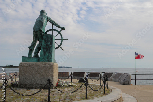 Fototapeta Man at the Wheel, also known as the Gloucester Fisherman's Memorial, is a cenotaph dedicated to those who lost their lives at sea