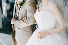 はなよめ 花嫁 ウエディングドレス 手 ネイル 結婚式 Wedding  ベール 腕組み