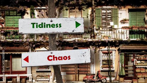 Street Sign to Tidiness versus Chaos Billede på lærred