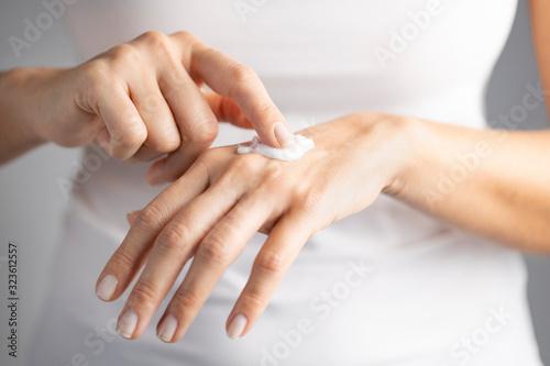 Fototapeta Moisturizing her skin obraz