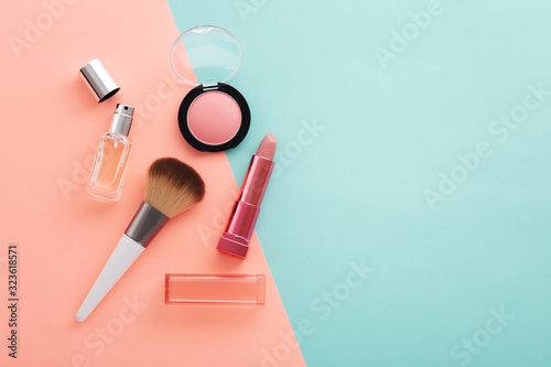 Tela Cosmetic beauty products on pastel color background