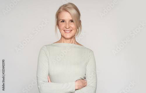 Photographie portrait of beautiful senior woman smiling