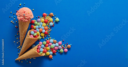 Photo Flat lay party background with mixed candies