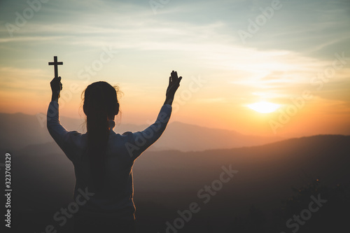 Canvas Print A women is praying to God on the mountain