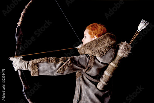 Photo female archer posing