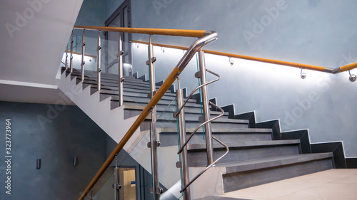 Photo Stainless steel, glass and wood railing