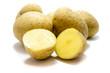 Rohe Kartoffeln isoliert auf weißen Hintergrund