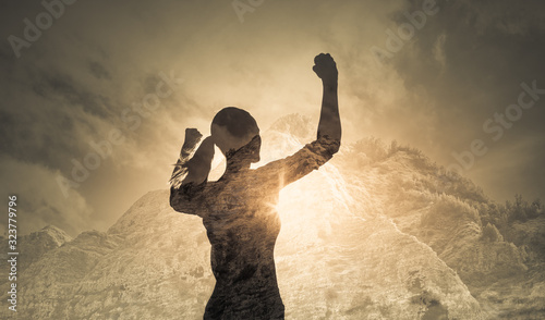 Photo Strong determined female with hand raised to the sky