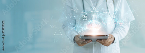 Fotografía Medicine doctor holding electronic medical record on tablet, Brain testing result, DNA, Digital healthcare and network connection on hologram interface, Science, Medical technology and networking