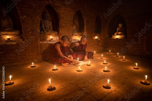 Fotografie, Obraz Prayer By Candlelight, Bagan