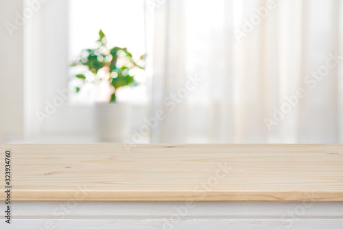 Fotografía Table top on blurred curtained window background for product display