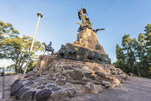 Photo Cerro de la Gloria monument in Mendoza, Argentina.
