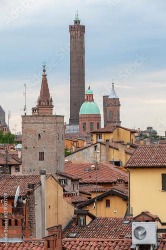 Photo due torri, tetti, bologna, emilia-romagna