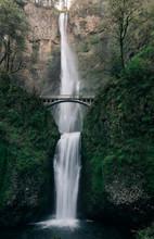 Multnomah Falls, The Largest I...