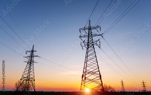 Fotografiet high-voltage power lines at sunset