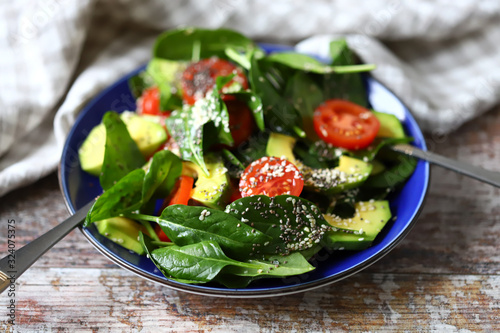 Healthy vegan salad with avocado and chia seeds Fototapete