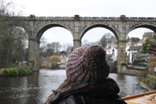 Retrato De Espaldas Frente Al Viaducto De Knaresborough