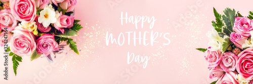 Obraz Happy Mothers Day words. Beautiful and tender bouquet of flowers in the hat box, nice present concept, banner size - fototapety do salonu