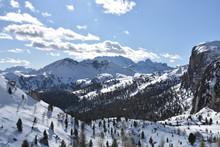 Südtirol, Belluno,  Valparolasattel, Valparolapass, Passo Di Valparola, Tofana, Cunturinesspitze, Puezgruppe, Straße, Passstraße, Bergstraße, Schneeverwehung, Sella, Sellagruppe, Schneewand, Verschnei