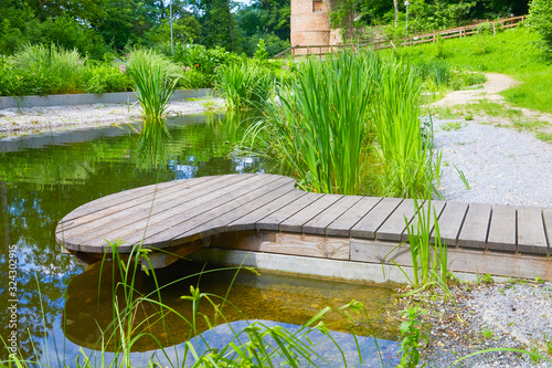 Fotografia Exotic park with terrace and pond