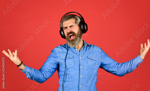 Photo bearded man hipster in headset