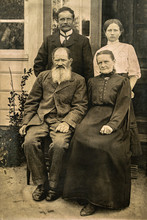 RUSSIA - CIRCA 1905-1910: Shot Of Elderly Married Couple With Their Adult Son And Daughter In Studio , Vintage Carte De Viste Edwardian Era Photo
