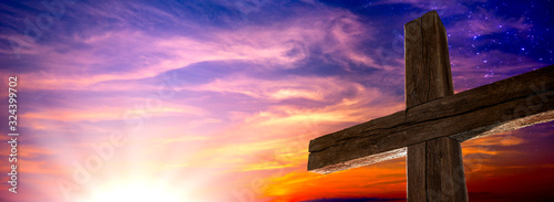 Foto The Old Rugged Cross At Sunrise With Clouds And Starry Sky - Crucifixion/Resurre