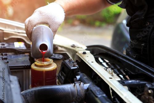 Fotografía A hand filling car power steering fluid