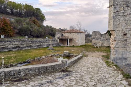 Cuadros en Lienzo Ruinas del Monasterio de Armedilla en la provincia de Valladolid, España