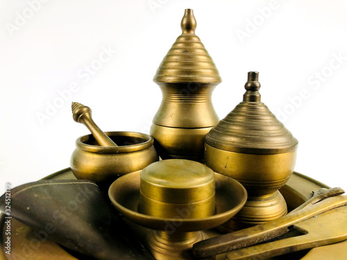 Valokuva Close up Chian-Mark; ancient brass set of thai betel-contained tray, isolated on